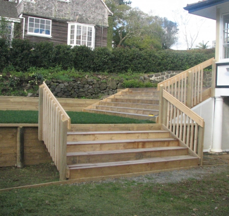 raised-lawn-and-steps